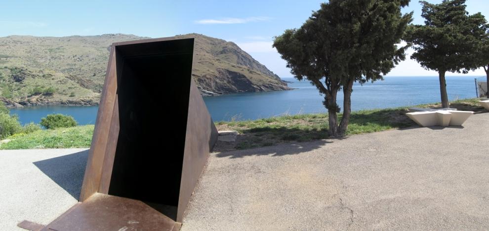 """Monument """"Passatges"""" de Dani Karavan (cementiri de Portbou)"""