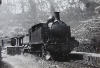 Un tren passant prop de Montserrat