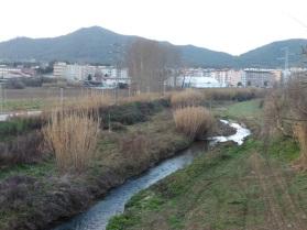 Riu Mogent en direcció a Montornès i turó del Castell