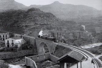 Cremallera al seu pas pel pont sobre la riera de Marà (La Bauma)