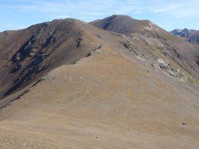 Baixant del Pic del Segre,amb el pic d'Eina en primer terme.