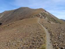 Camí entre els pics d'Eina i Noufonts (al fons)