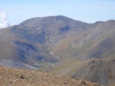 El Puigmal. Es veu clarament el camí que puja per la coma de l'Embut