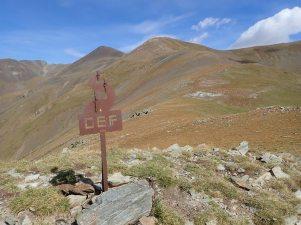 Indicador Club Alpí Fontalba al cim del Pic de la Pala.